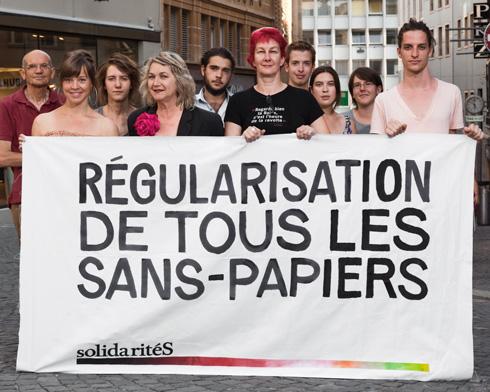 Régularisation de tous les sans-papiers. Banderole de solidaritéS Vaud
