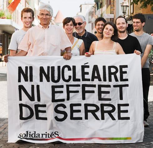 Ni nucléaire ni effet de serre. Banderole de solidaritéS Vaud.