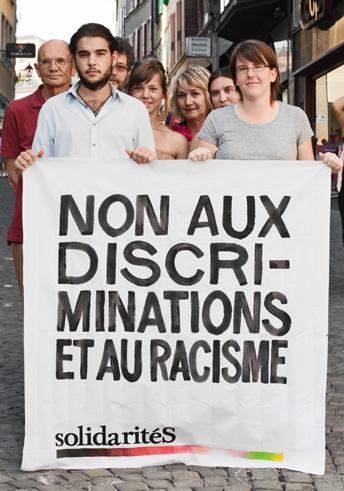 Non aux discriminations et au racisme. Banderole de solidaritéS Vaud.